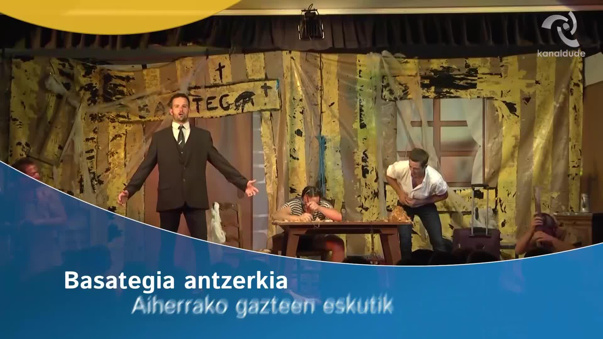 """""""Basategia"""" antzerkia Aiherrako gazteen eskutik"""