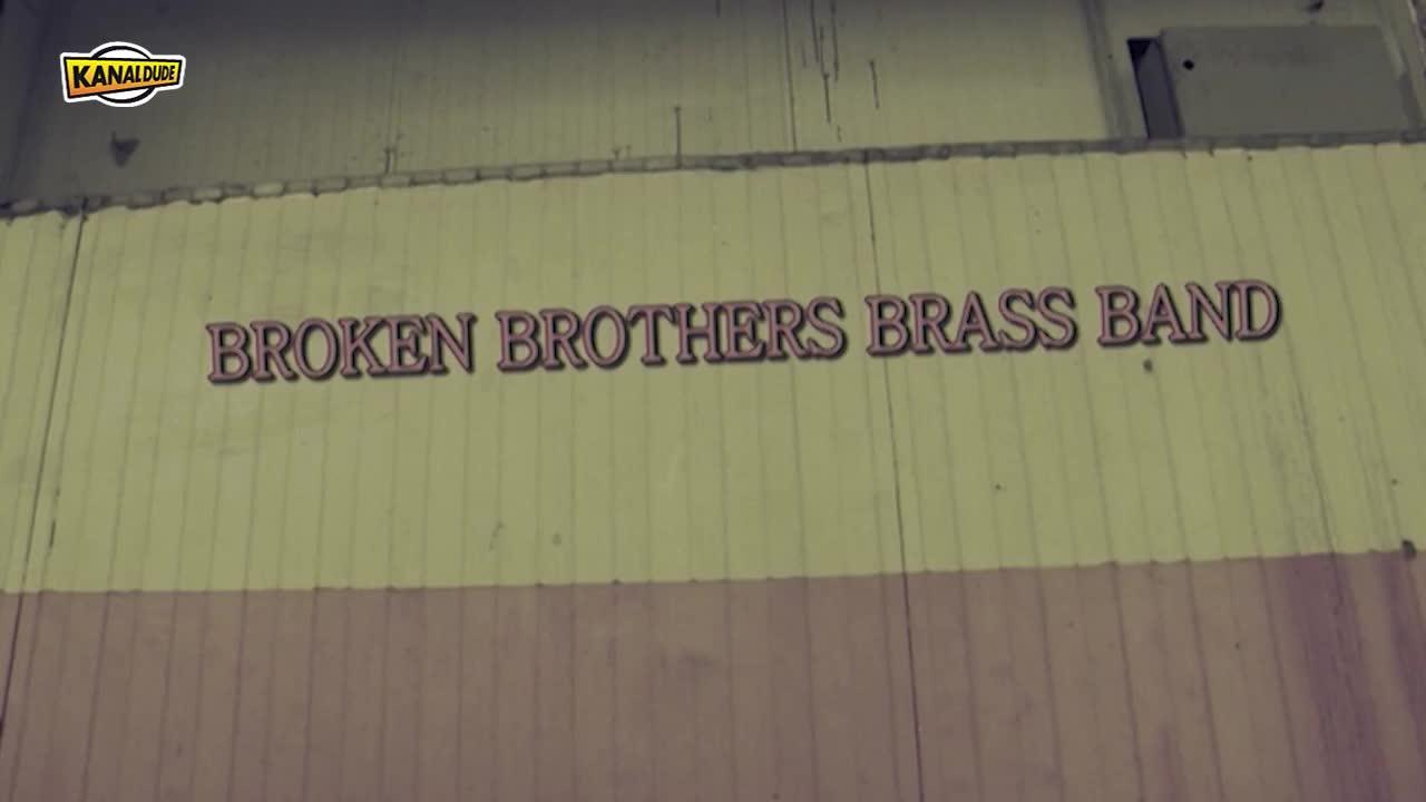 "Broken brothers taldearen ""Mister Misteker"" bideoklipa"